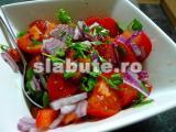 Poza aliment (Indice Glicemic si Incarcatura Glicemica) Salata de rosii, castraveti, ardei si ceapa