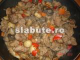 Poza (imaginea) pentru calorii Pulpa de porc cu legume trasa la tigaie